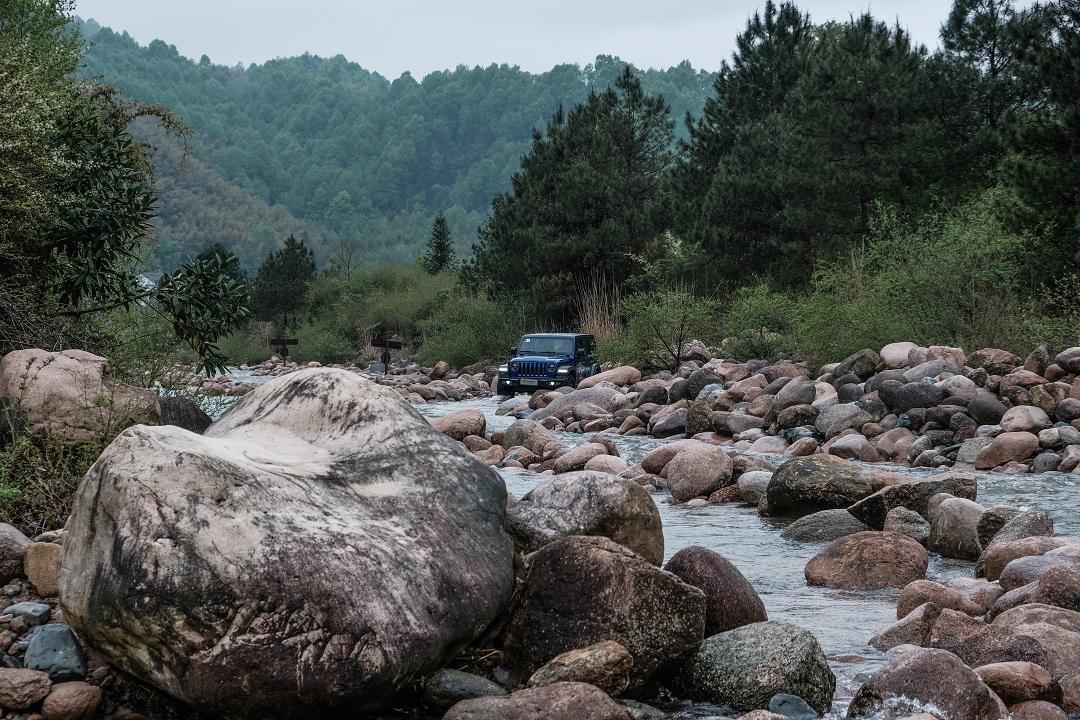 新闻联播片尾 文武贝1.3T,四缸,国六,15万起这台全新合资SUV够硬够省油_易车号-易车网