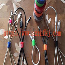 深圳市瑞鸿富科技有限公司魔术贴扎带厂家 产品介绍:背对背型魔术贴(粘扣带)/ 魔术贴绑线带特性及用途:采用进口胶将魔术贴毛面与勾面(A+B),进行复合,使毛勾不在同一面上。用在电线电缆、光纤光缆、玩具、电子电器等。也可按客人要求设计样式.或供应原材料,自行裁切。还可印刷公司LOGO、网址及广告促销信息等。 材质: 1、粘扣布背对塑胶勾 2、粘扣布背对普通勾 3、普通毛背对普通勾 4、粘扣布背对蘑菇勾 5、不抓毛背普通勾等; 尺寸:规格有多种,按客要求生产不同规格长度,如有需要,可来电索样。颜色:现有颜色为黑、白、红、黄、蓝、绿等色,特殊颜色量量大可订做.环保:本产品依据《进出口染色纺织品和皮革制品中禁用偶氮染料的检验方法》标准进行检测。不含偶氮及其它23种有害物质。符合欧洲ROHS标准。-专业生产魔术贴捆绑带,提供魔术贴捆绑带产品图片了解,魔术贴捆绑带生产厂家