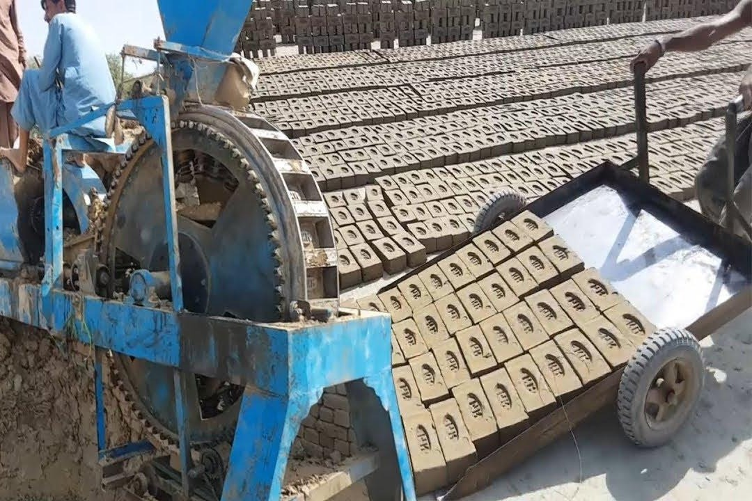 墙砖地砖原来是这样生产的,这机器太强悍了