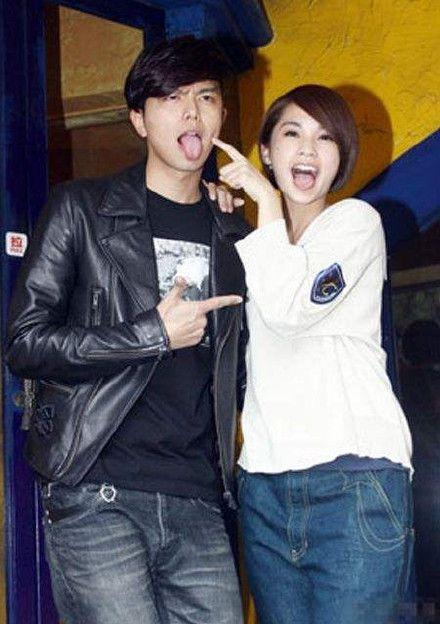 李荣浩求婚成功,前模特女友陆瑶上热搜,颜值身材秒杀杨丞琳