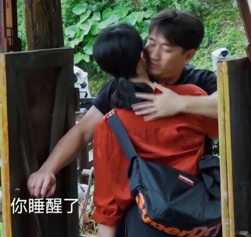 老夫妻撒狗粮PK,黄磊抱着孙莉亲不够,沈佳妮叫朱亚文大腻乎
