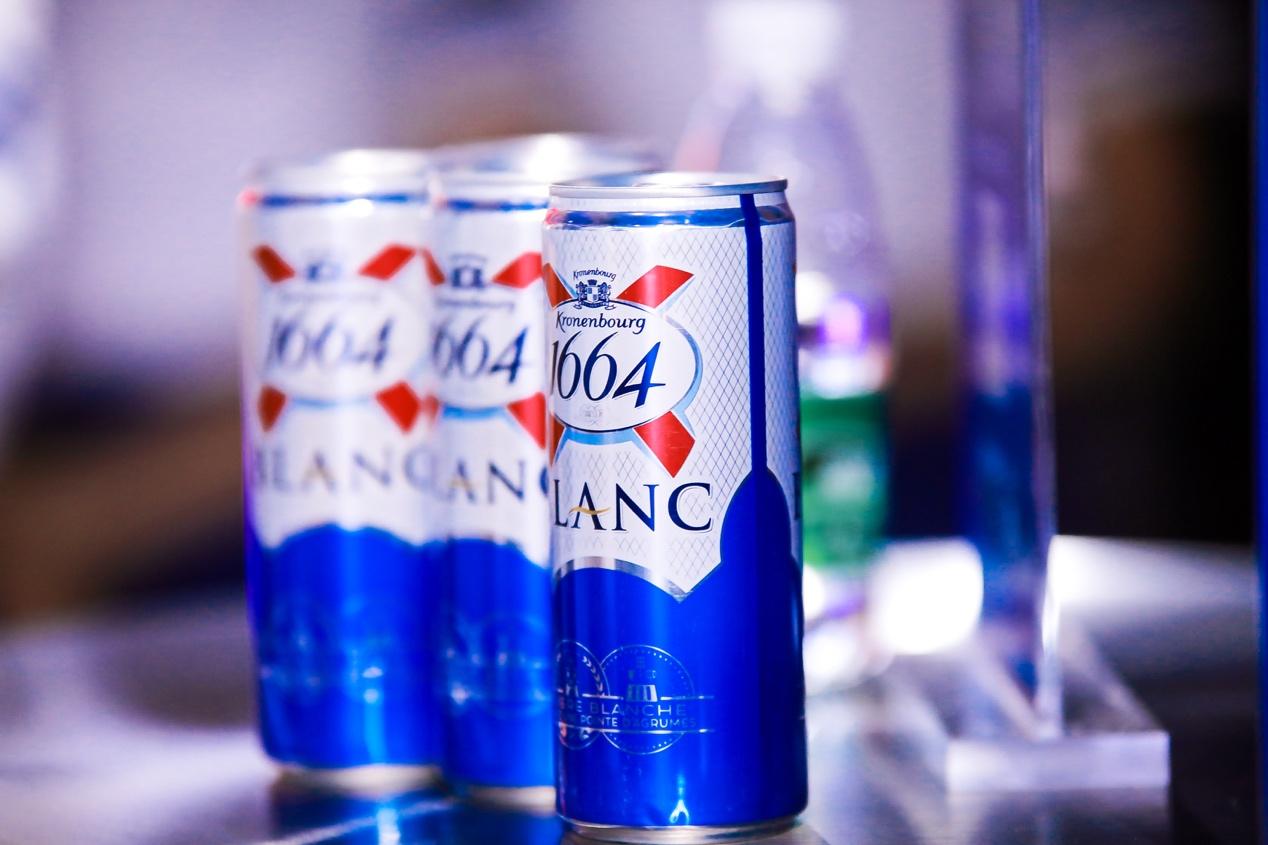 """1664推出全新""""小蓝罐"""",伴你一起""""轻巧""""度夏日"""