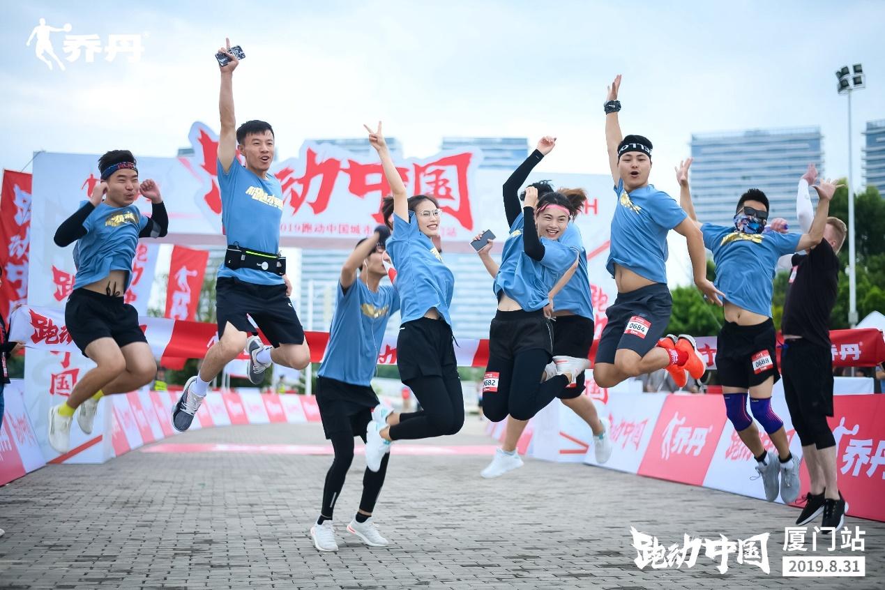 """乔丹体育#跑动中国#城市主题跑:大约6个废旧塑料瓶即可做成一双""""无境""""跑鞋"""