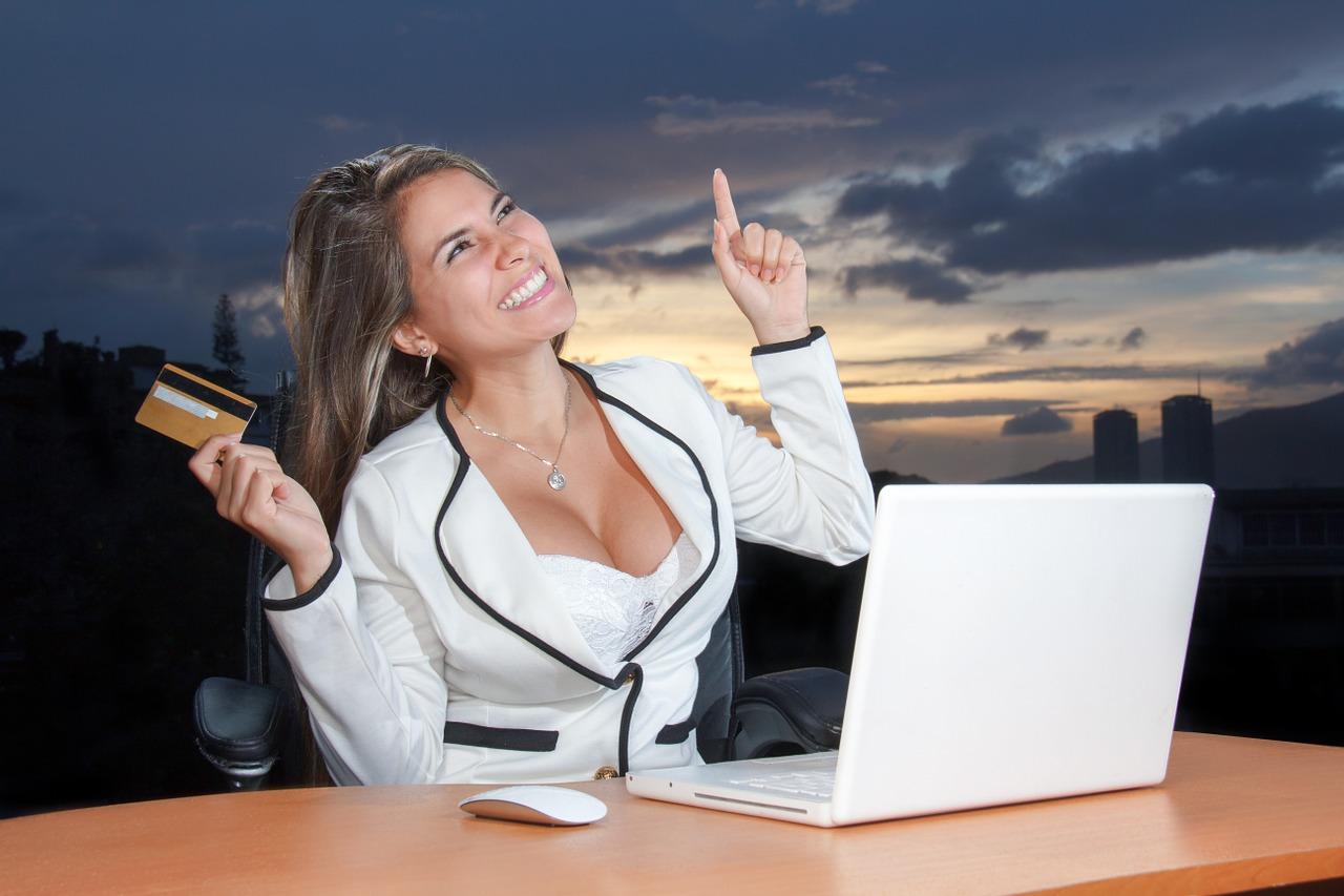 职场不知所措的小伙:被又老又丑的女领导动手动脚,该怎么处理?