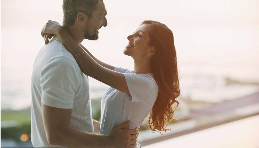 不经意间发现老公出轨,妻子应该怎么做?