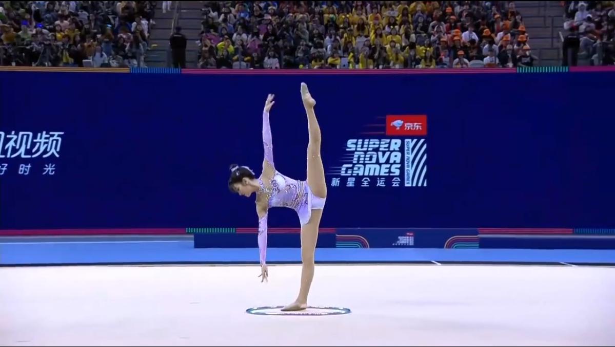 艺术体操还可以这样?北舞学生力压火箭少女夺冠,网友:仙女打架