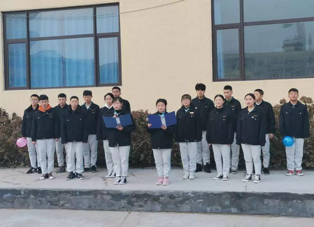 """青岛海洋技师学院商学院、国际学院和机电学院举行""""心怀感恩,快乐成长""""主题升旗仪式"""