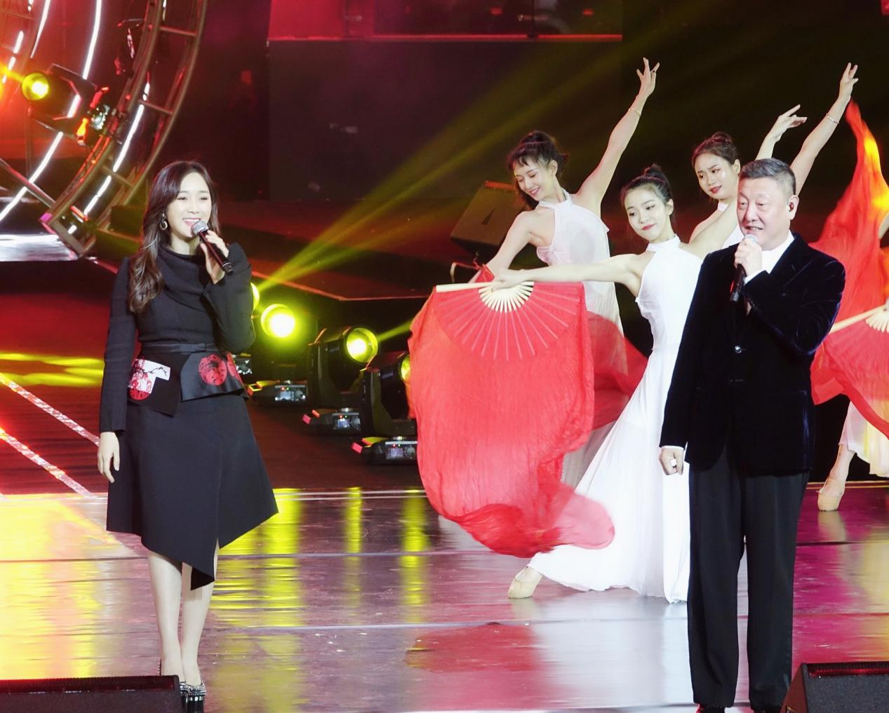 龙梅子搭档韩磊演绎《不忘初心》,凭借的是三样优势
