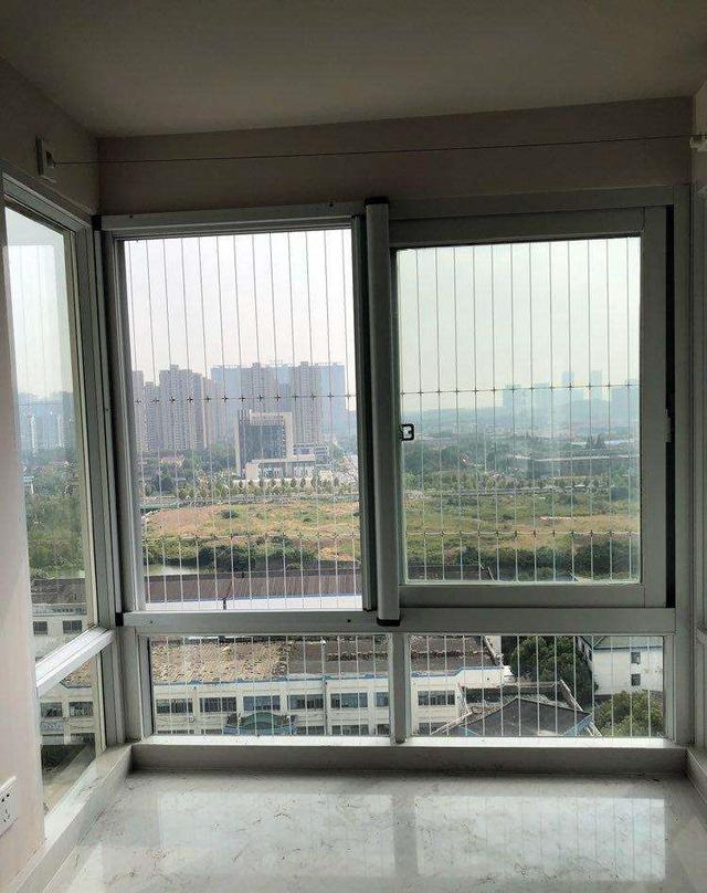 家住10楼物业不准安装防盗网,改装金刚网纱窗,比防盗窗结实安全(图1)