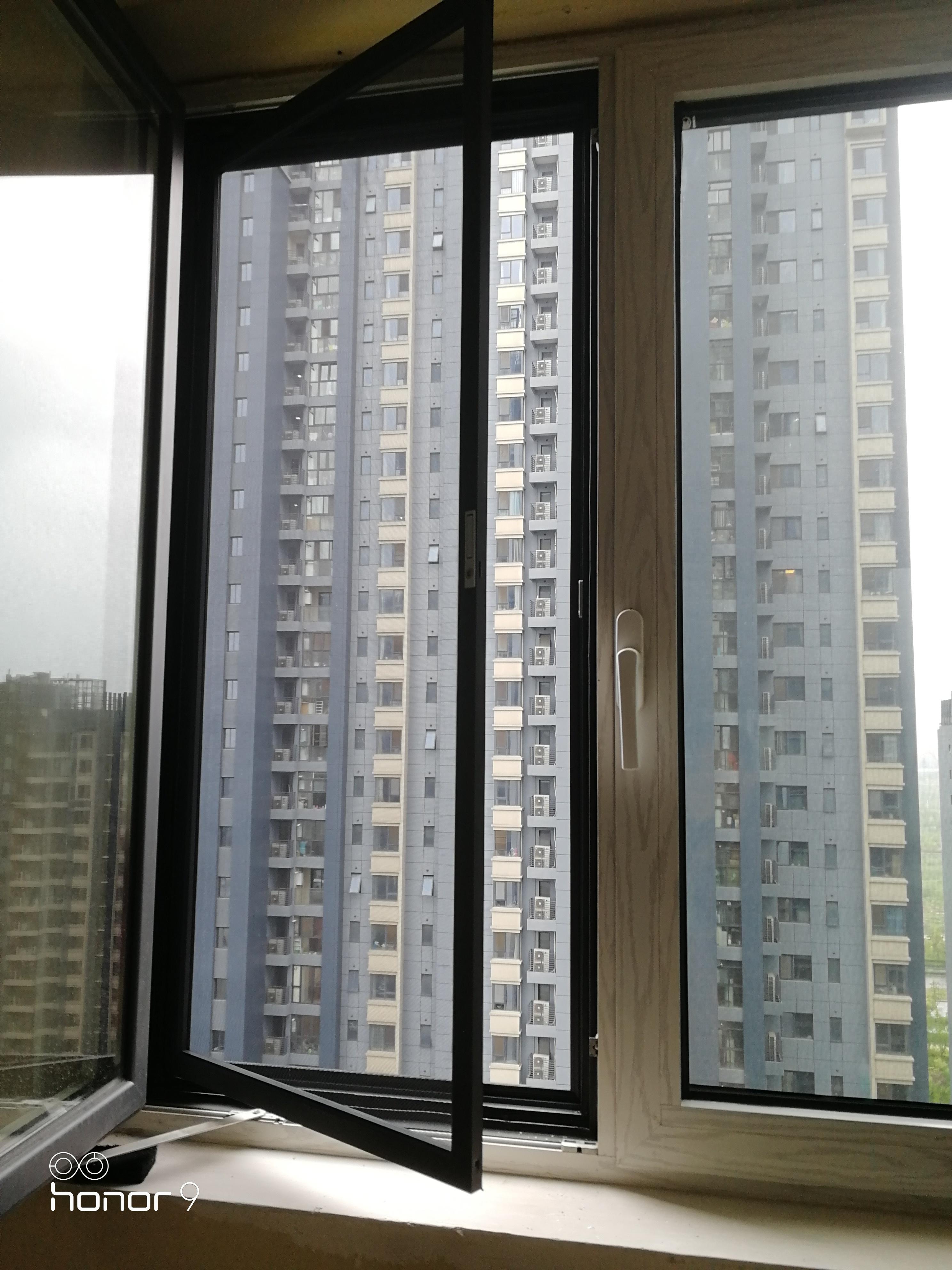 家住10楼物业不准安装防盗网,改装金刚网纱窗,比防盗窗结实安全(图2)