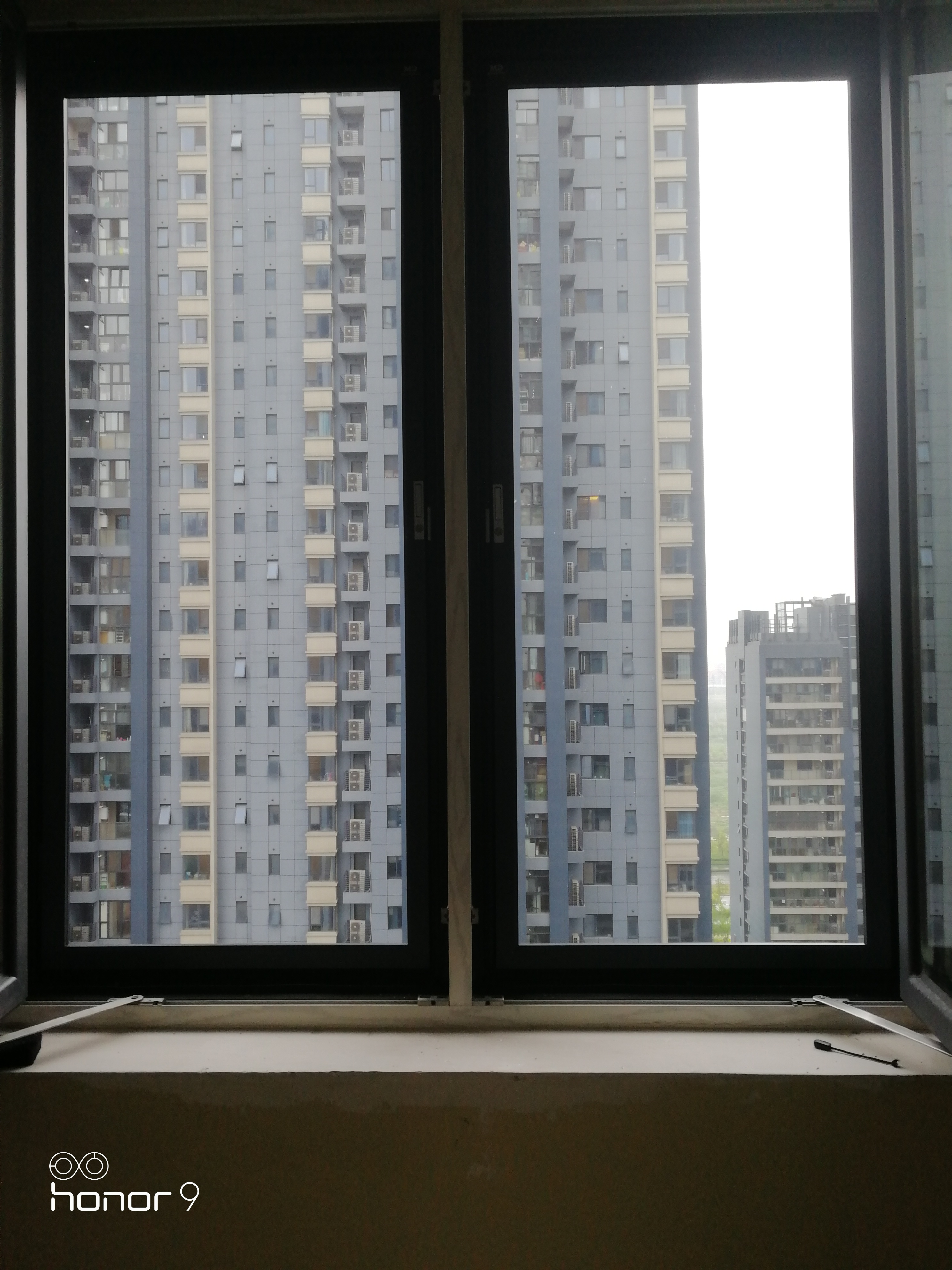 家住10楼物业不准安装防盗网,改装金刚网纱窗,比防盗窗结实安全(图3)