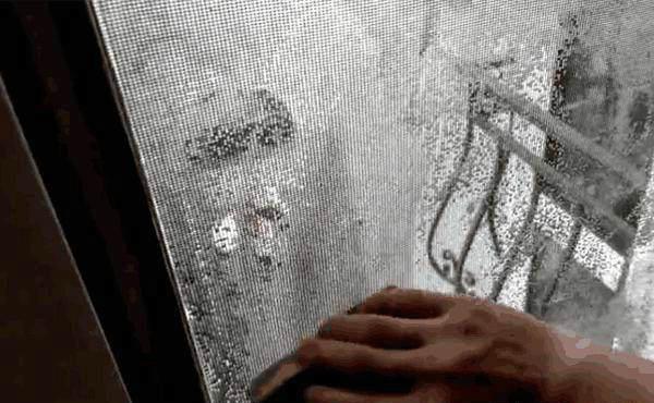 纱窗清洗小妙招,不用水洗不用拆,3分钟就能洗干净!(图4)