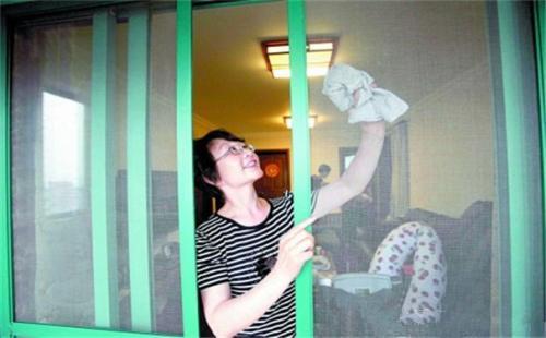 纱窗清洗小妙招 5种纱窗清洁等你来拿(图1)