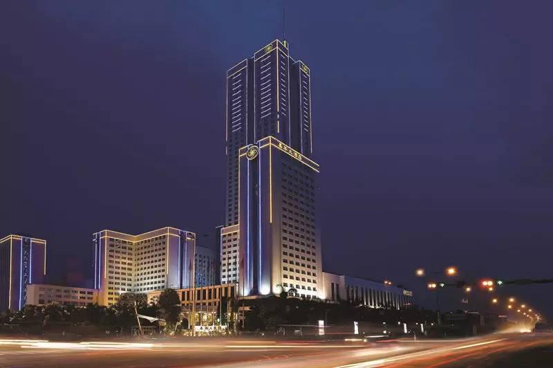 我的关键词 广东满获声誉的小镇:五星级酒店一抓一大把,外来生齿跨越30万  消息资讯