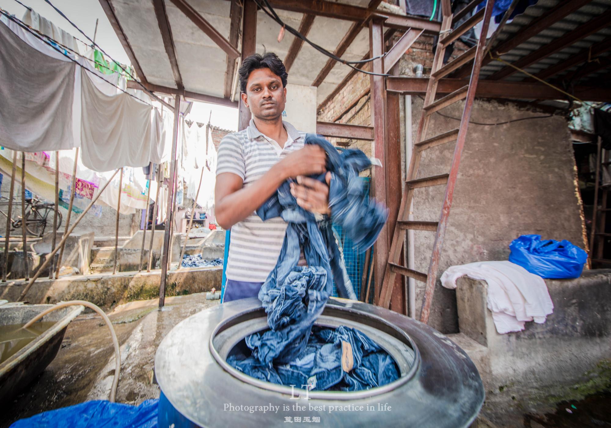 我的关键词 孟买穷户窟不穷户,探访印度最大千人洗衣场,揭秘其真相  消息资讯