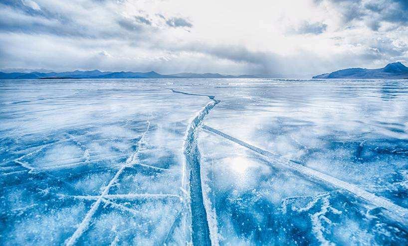我的关键词 世界上最深的淡水湖,令人向往的旅游胜地,湖底竟沉睡着25万尸体  时尚