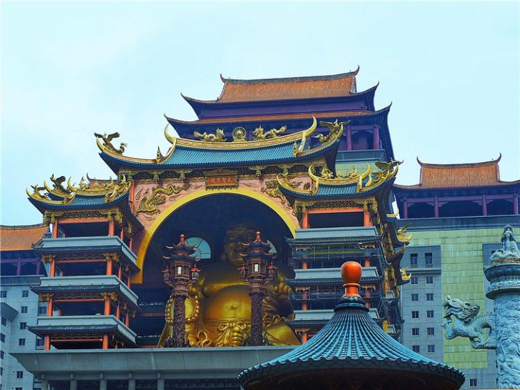 """我的关键词 这座人造仿古修建,竟因有""""东南亚最大高空铜像"""",广受游人歌颂  消息资讯"""