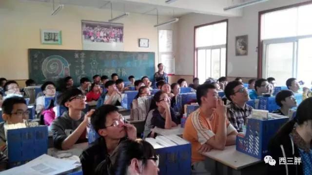 没想到高中练就的转笔技术,成了我去国外留学时最牛逼的社交技能…