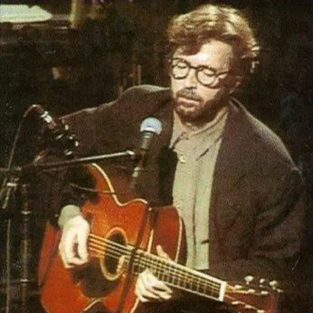 童年遭遗弃、中年丧爱子、沉迷酒精,却靠一把吉他硬他硬了72年