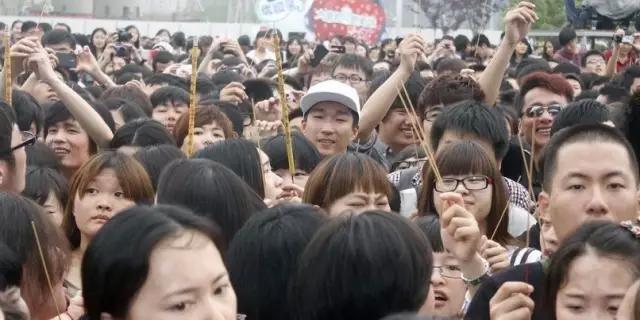 左拥郭碧婷、右抱刘亦菲,曾轶可才是真正的女神收割机!