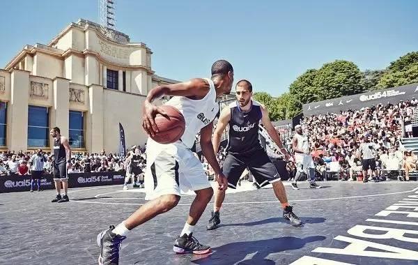 每个成为NBA巨星的黑人,都是被篮球耽误的嘻哈大佬