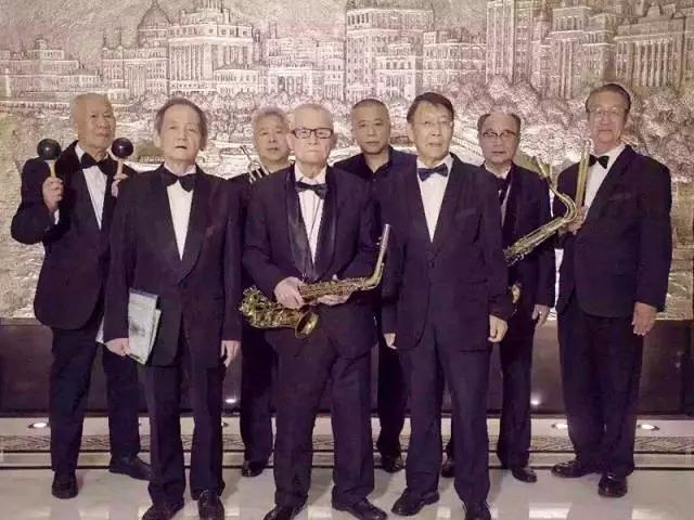 这群80岁玩乐队的老爷子,登上《歌手》嗨翻全场,用热血激荡了一个世纪!