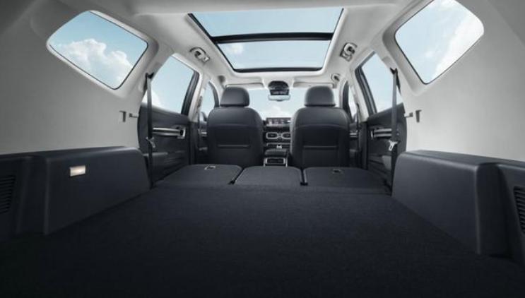 吉利豪越,填补家族中型SUV市场,10.36万元起售