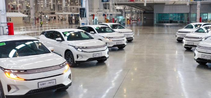 原本是最有潜力的豪华造车新势力,拜腾也倒下了,停工停产6个月