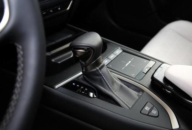 豪车界也有节油王,配置丰富高档,原装进口身份