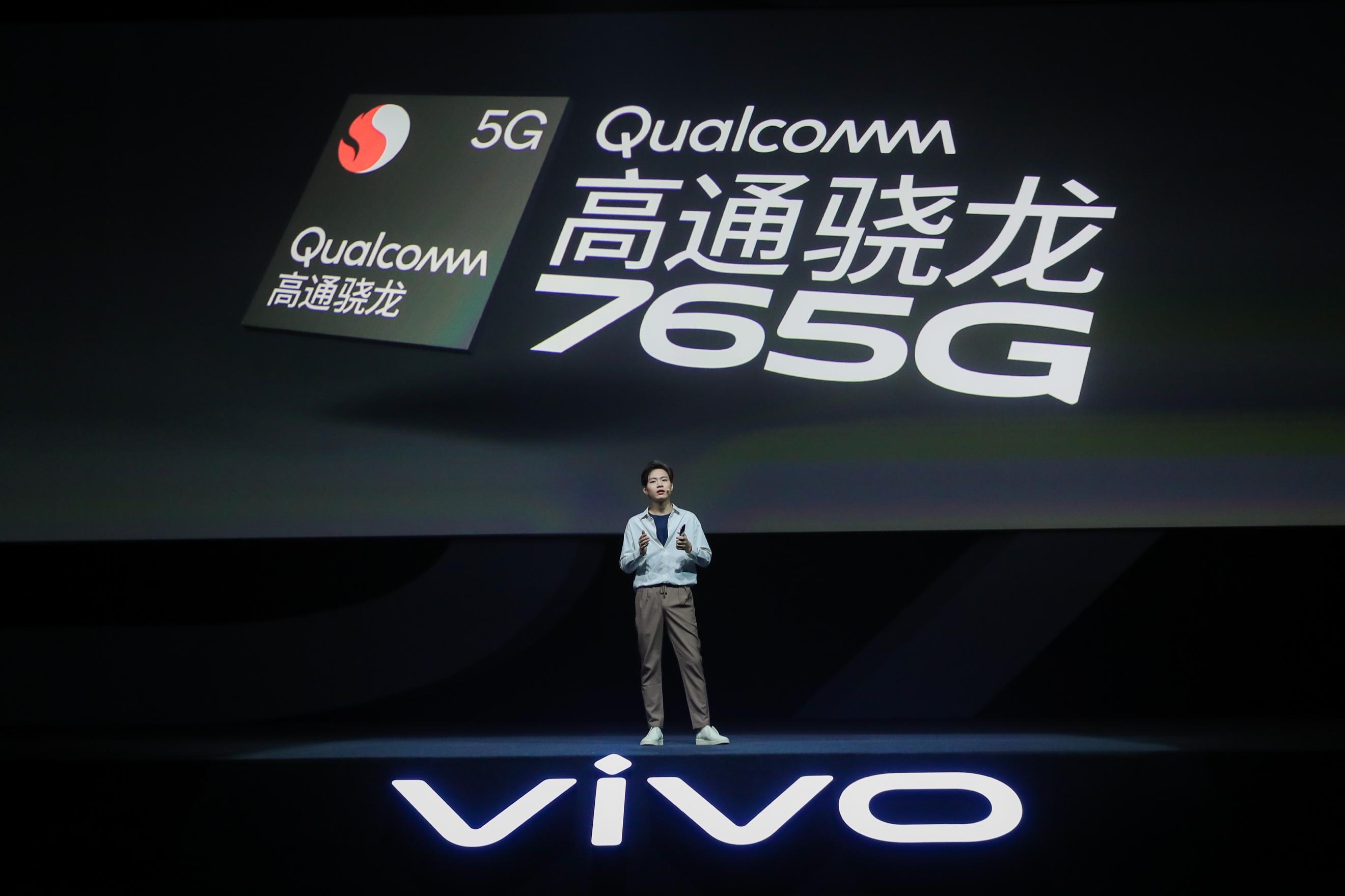 vivo S7正式发布,定位轻薄自拍旗舰,拥有全新幻彩三色