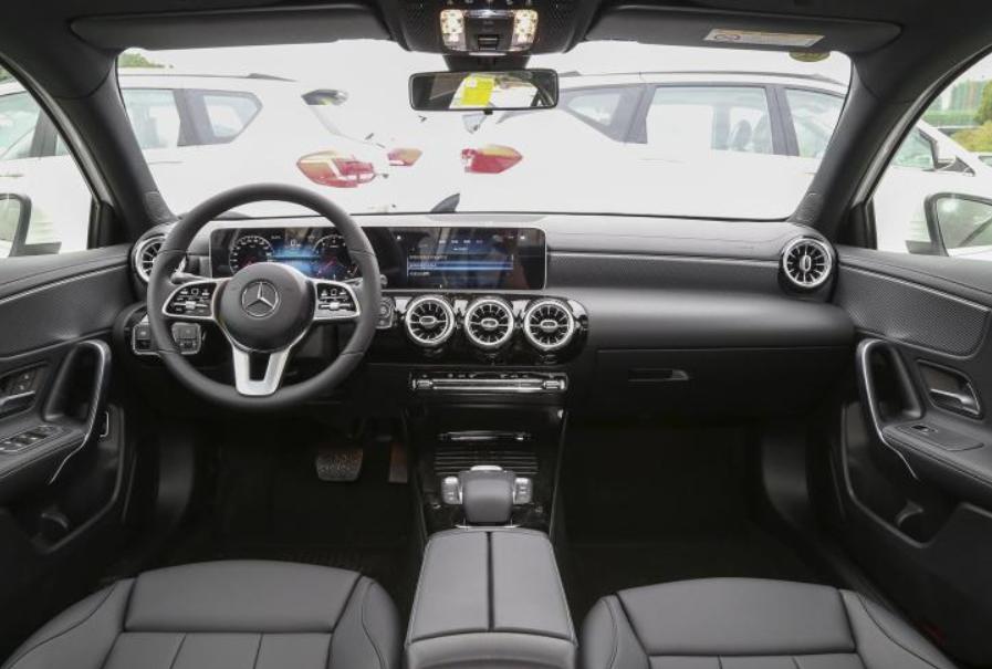 3.23万买奔驰三厢轿车,新款A180