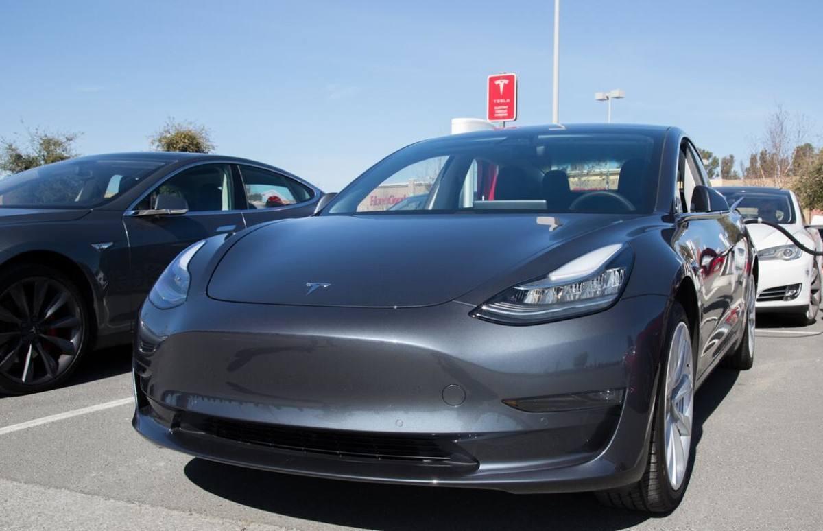 0万纯电轿车选谁?比亚迪汉、小鹏P7对比特斯拉Model