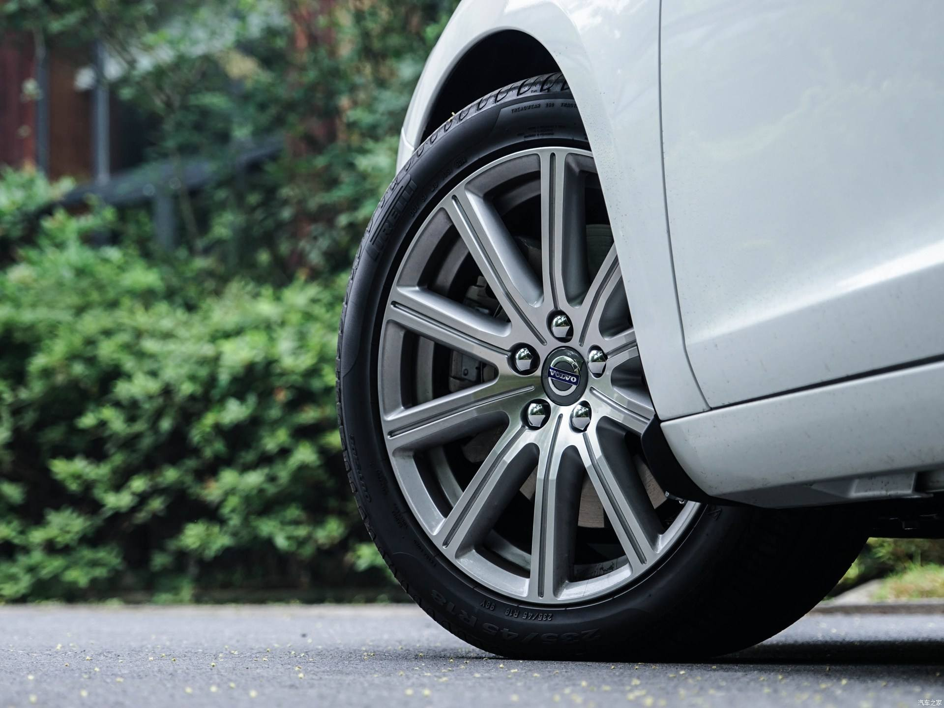 短评丨停车需要方向盘回正吗?