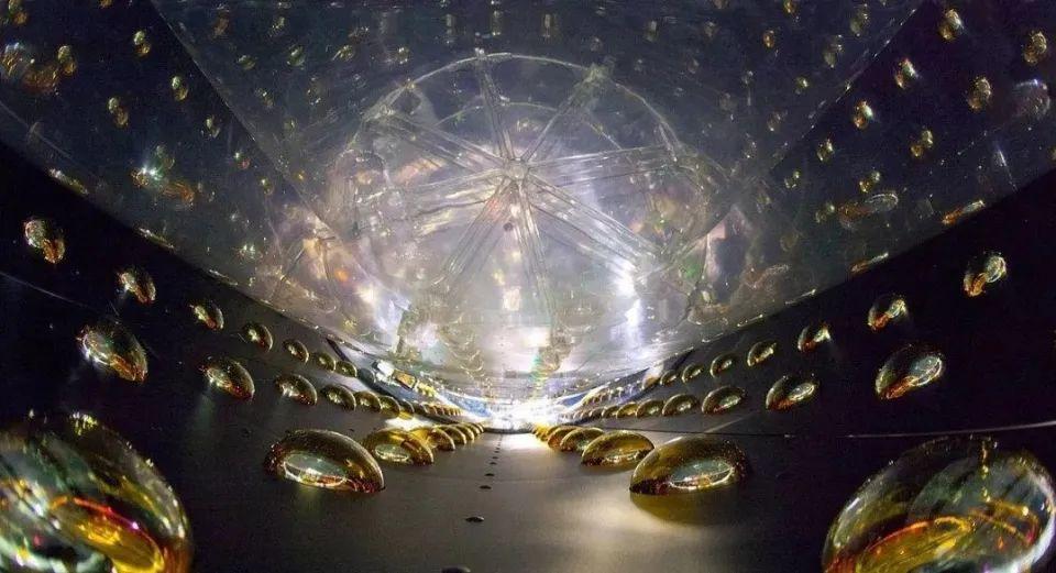 """科学家计划""""射穿""""直径12756公里的地球,揭示中微子振荡!"""