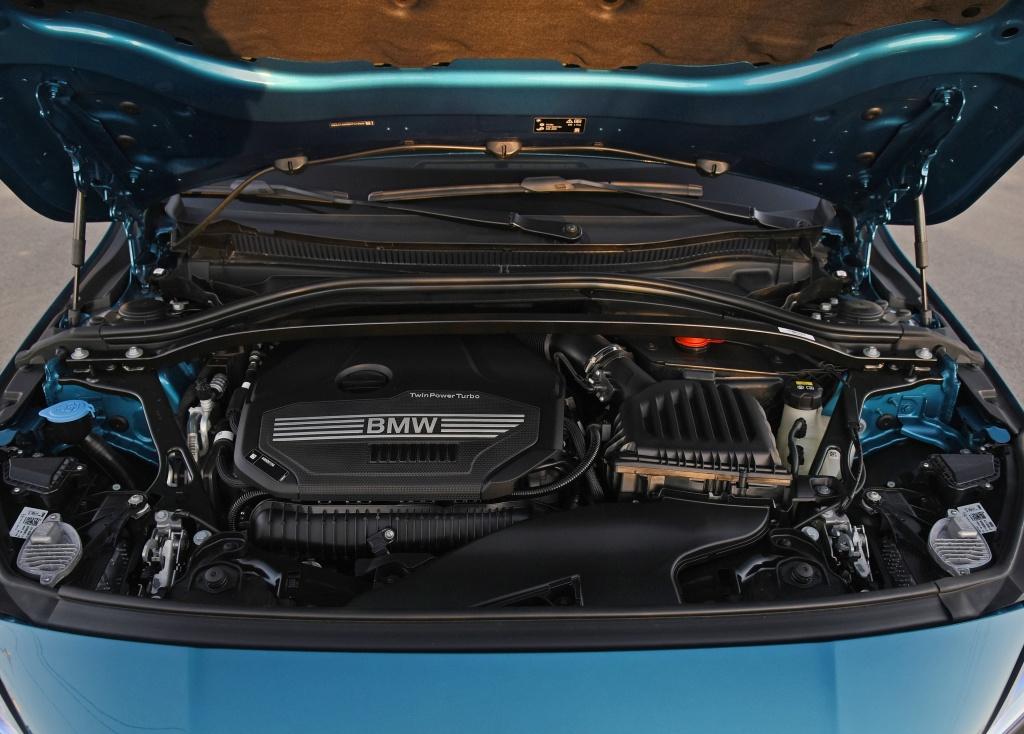 宝马2系轿跑上市,225i起售价不到27万,值不值?