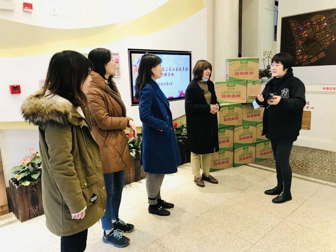 与社区共建共享 金佰利公司为南京东路长者之家送去护理用品