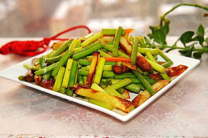 炸薯条不用油,炒蒜薹比肉都香,孩子迷上这菜,常吃流感靠边站