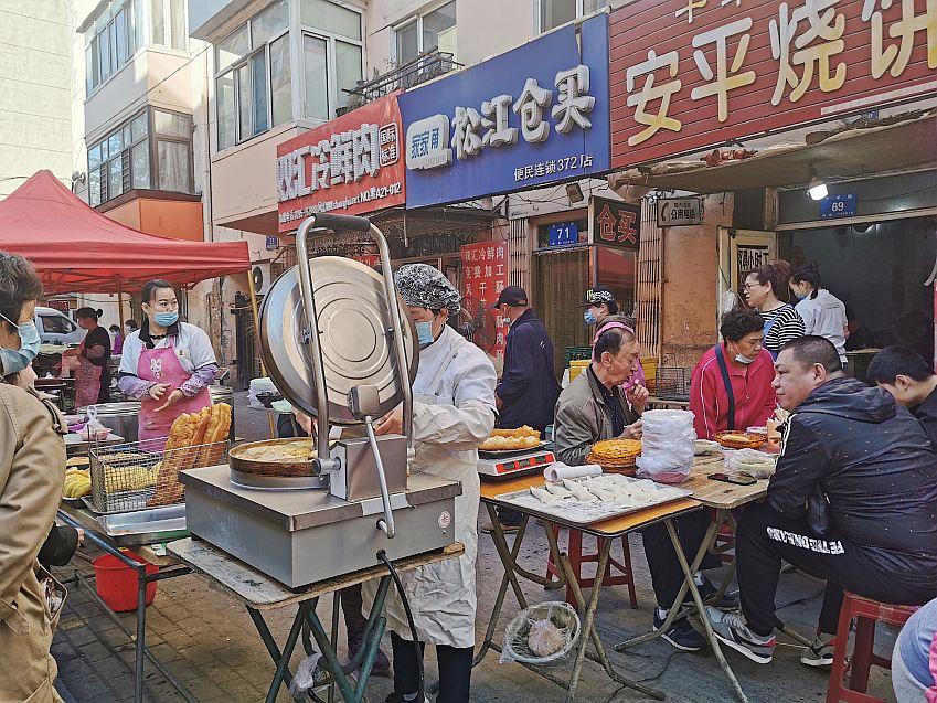 带你逛逛哈尔滨早市,早点小吃很火